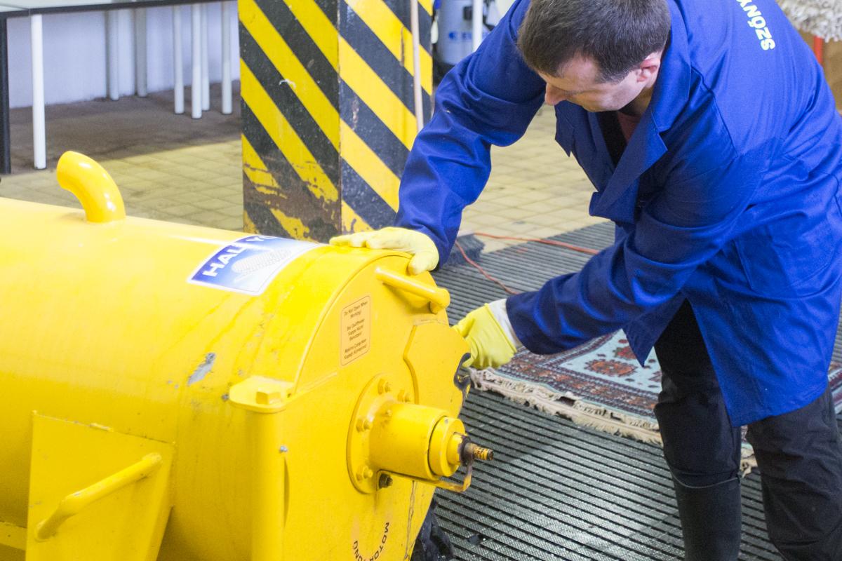 A centrifuga akár 60-100 liter vizet is kivon a szőnyegből
